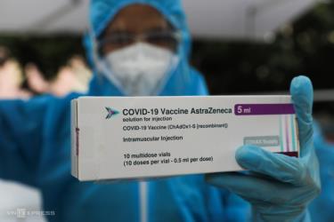 Vaccine AstraZeneca được nhân viên y tế tiêm cho người dân TP HCM tại điểm tiêm lưu động ở quận Gò Vấp, ngày 14/8.