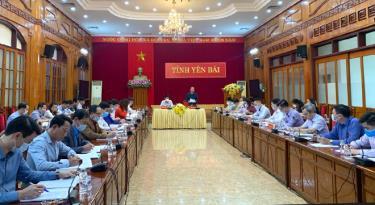 Đồng chí Vũ Quỳnh Khánh - Phó Chủ tịch HĐND tỉnh phát biểu tại Hội nghị.