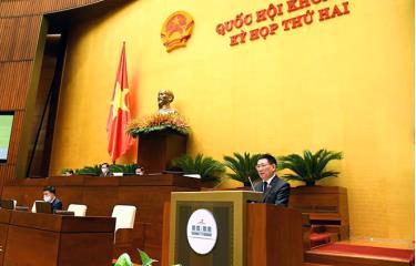 Bộ trưởng Bộ Tài chính Hồ Đức Phớc trình bày Tờ trình dự án Luật Kinh doanh bảo hiểm.