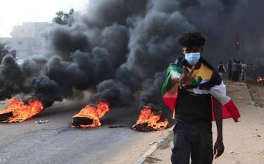 Các cuộc biểu tình lan rộng tại Sudan sau khi lực lượng quân sự ban bố tình trạng khẩn cấp.