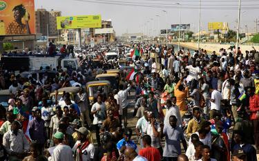 Người dân Sudan đổ ra đường biểu tình