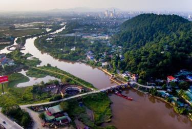 Sông Vinh là con sông hẹp chủ yếu phục vụ tưới tiêu, thủy lợi ở ven thành phố.
