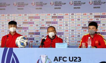 HLV Park Hang-seo tại buổi họp báo.