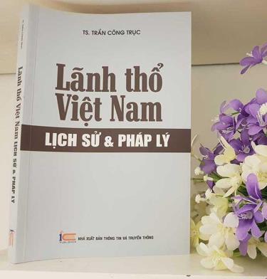 Cuốn Lãnh thổ Việt Nam lịch sử & pháp lý có những câu chuyện về đàm phán lãnh thổ, cũng có cả những bài học cần thiết cho người trẻ để bảo vệ Tổ quốc.