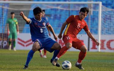 Lê Văn Xuân là người ghi bàn cho U23 Việt Nam, sau đường chuyền của Hai Long.