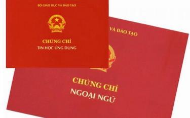 Bộ Nội vụ đã bãi bỏ yêu cầu chứng chỉ ngoại ngữ, tin học với công chức chuyên ngành hành chính và văn thư, thực hiện từ 1/8.