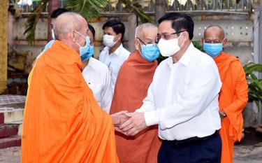 Thủ tướng Phạm Minh Chính đến thăm chúc mừng Đại lễ Phật đản Ban trị sự Giáo hội phật giáo Việt Nam TP. Cần Thơ, ngày 22/5/2021.