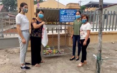 Chi hội Phụ nữ thôn Phố Hóp với mô hình thu gom phế liệu tái chế, góp phần bảo vệ môi trường.