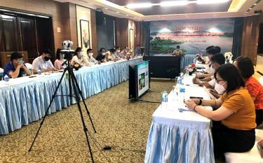 Participants attend the teleconference at Yen Bai province's site.