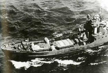 Một con tàu không số của Đoàn 125 hành trình trên biển vào miền Nam.