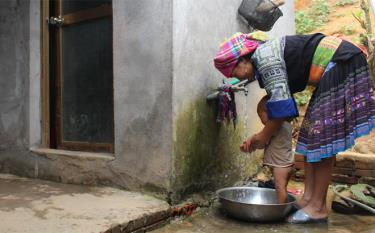 H'mong ethnic minority people in Mu Cang Chai District have access to clean water.