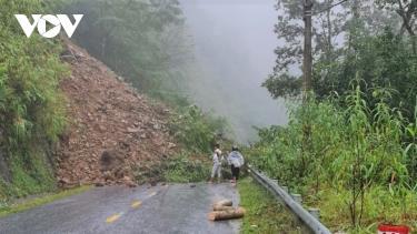 Điểm tắc đường do sạt lở trên đèo Khau Phạ, Quốc lộ 32