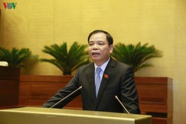 Bộ trưởng Bộ NN-PTNT Nguyễn Xuân Cường trả lời tại phiên chất vấn.