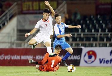 U19 Việt Nam chơi lấn lướt trong hiệp một.
