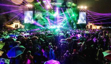 """Lễ hội Âm nhạc quốc tế """"Gió mùa"""" - Monsoon Music Festival 2019 tại Khu di tích Hoàng thành Thăng Long đem đến cho khán giả không khí nghệ thuật mới mẻ, độc đáo."""