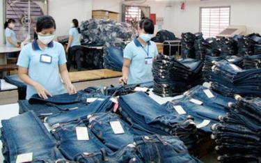 Sản xuất quần jean xuất khẩu.