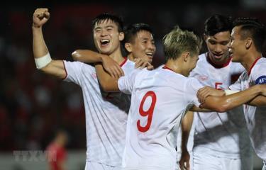 Trong tháng 11 này, đội tuyển Việt Nam sẽ lần lượt gặp đội đứng thứ 3 là UAE và đội đầu bảng là Thái Lan.