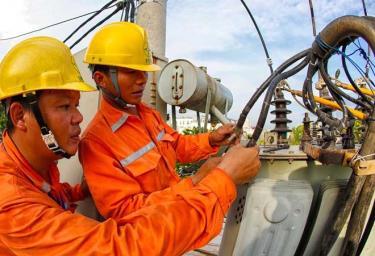 Mặc dù gặp nhiều khó khăn, EVN vẫn cam kết bảo đảm cung ứng điện trong những tháng cuối năm.