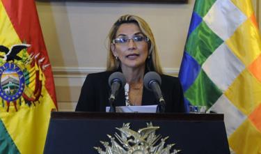 Phó chủ tịch Thượng viện Bolivia Jeanine Anez phát biểu tại Phủ tổng thống ở La Paz hôm 13/11 sau khi tuyên bố là Tổng thống lâm thời.