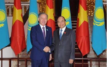 Thủ tướng Nguyễn Xuân Phúc tiếp Chủ tịch Hạ viện Kazakhstan Nurlan Nigmatulin.