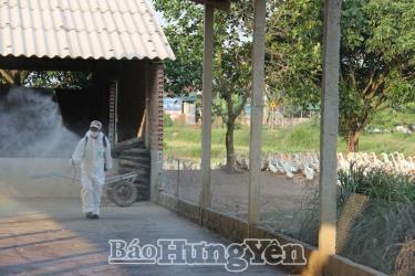 Hưng Yên cấp 17.000 lít hóa chất khử trùng môi trường chăn nuôi.