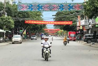 Thị xã Nghĩa Lộ thường xuyên quan tâm đến công tác chỉnh trang đô thị, lắp đặt hệ thống đèn chiếu sáng, đèn trang trí trên các tuyến đường đô thị.