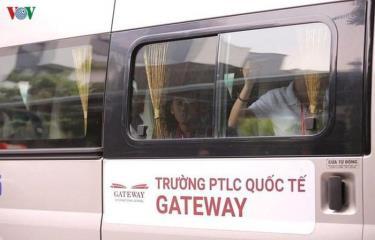 Xe đưa đón học sinh trường Gateway.