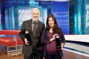 Tiến sĩ Hóa học gốc Việt Nguyễn Thị Mai Thi (phải) vừa đạt giải thưởng truyền hình Hanns-Joachim--Friedrichs tại Đức.