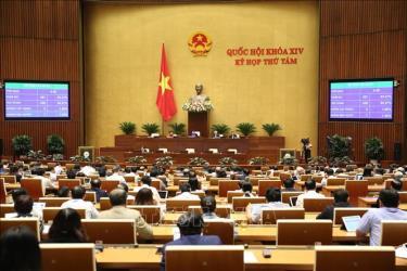 Các đại biểu biểu quyết thông qua Luật sửa đổi, bổ sung một số điều của Luật Tổ chức Chính phủ với 436/451 đại biểu tán thành, chiếm 90,27%.