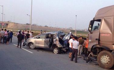 Hiện trường vụ tai nạn thảm khốc khiến 10 người thương vong xảy ra hồi tháng 11/2016.