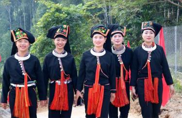 Phụ nữ dân tộc Dao thôn 2 Túc, xã Phúc Lợi trong trang phục dân tộc.