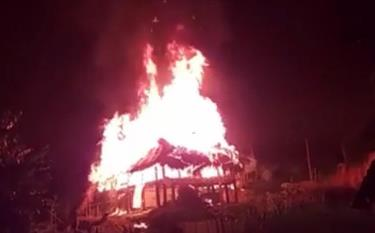 Ngôi nhà bà Hoàng Thị Hàm, thôn Chanh Yên, xã Vĩnh Kiên, huyện Yên Bình bị cháy hoàn toàn.