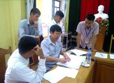 Đoàn kiểm tra của tỉnh kiểm tra công tác cải cách hành chính tại huyện Trạm Tấu.