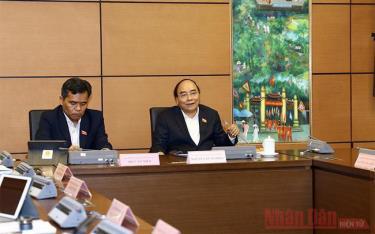 Thủ tướng Nguyễn Xuân Phúc phát biểu tại buổi thảo luận tổ của Đoàn Đại biểu Quốc hội TP Hải Phòng ngày 2/11