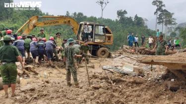 Hiện trường vụ sạt lở núi kinh hoàng ở xã Trà Leng.