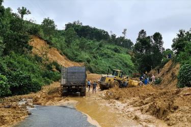 Hiện trường vụ sạt lở núi ở Quảng Nam.