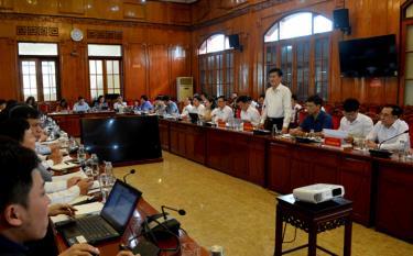 Đồng chí Nguyễn Chiến Thắng - Phó Chủ tịch UBND tỉnh phát biểu tại buổi làm việc với Đoàn công tác Cục Kiểm soát thủ tục hành chính (Văn phòng Chính phủ)