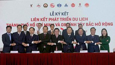 Lãnh đạo thành phố Hồ Chí Minh và 8 tỉnh Tây Bắc mở rộng đã ký kết Thỏa thuận liên kết, hợp tác phát triển du lịch giai đoạn 2021- 2025.