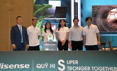 Văn Thanh, Huỳnh Như, Chương Thị Kiều và Tuấn Anh tham dự lễ ra mắt quỹ.
