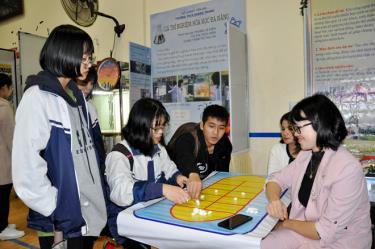 Trải nghiệm tại Cuộc thi Khoa học kỹ thuật cho học sinh trung học năm học 2019 - 2020.