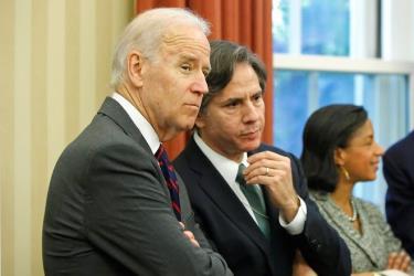 Ông Joe Biden và cựu Thứ trưởng Bộ Ngoại giao Mỹ Antony Bliken (phải).