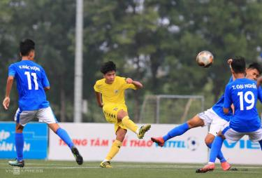 Hà Nội (áo vàng) được đánh giá là ứng cử viên sáng giá cho chức vô địch U17 Cup Quốc gia 2020.