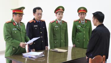 Cơ quan chức năng tống đạt các quyết định đối với Sĩ