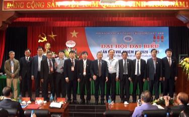 Ban Thường vụ Hội Khoa học kỹ thuật cầu đường Việt Nam khóa VIII, nhiệm kỳ 2020-2025 ra mắt Đại hội.