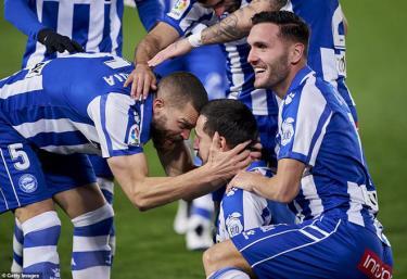 Joselu nhân đôi cách biệt lên 2-0 cho Alaves ở đầu hiệp 2