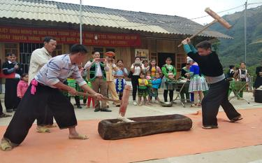 Local people take part in cultural and sports activities at the great national solidarity festival.