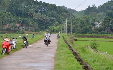 Các tuyến đường giao thông trong xã đã cơ bản được kiên cố hóa, tạo điều kiện thuận lợi cho nhân dân phát triển kinh tế trao đổi, giao thương hàng hóa.