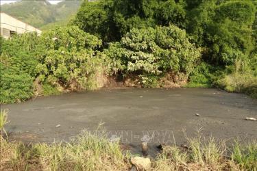 Một ao chứa nước thải của Công ty Hoàng Vũ Lai Châu.