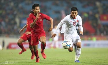 Việt Nam (áo trắng) thắng nghẹt thở Indonesia ở lần chạm trán gần nhất, vòng loại U23 châu Á tháng 3/2019.