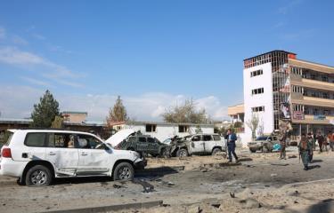 Nhân viên an ninh Afghanistan điều tra tại hiện trường một vụ đánh bom do phiến quân Taliban tiến hành ở Kabul ngày 13/11/2019.